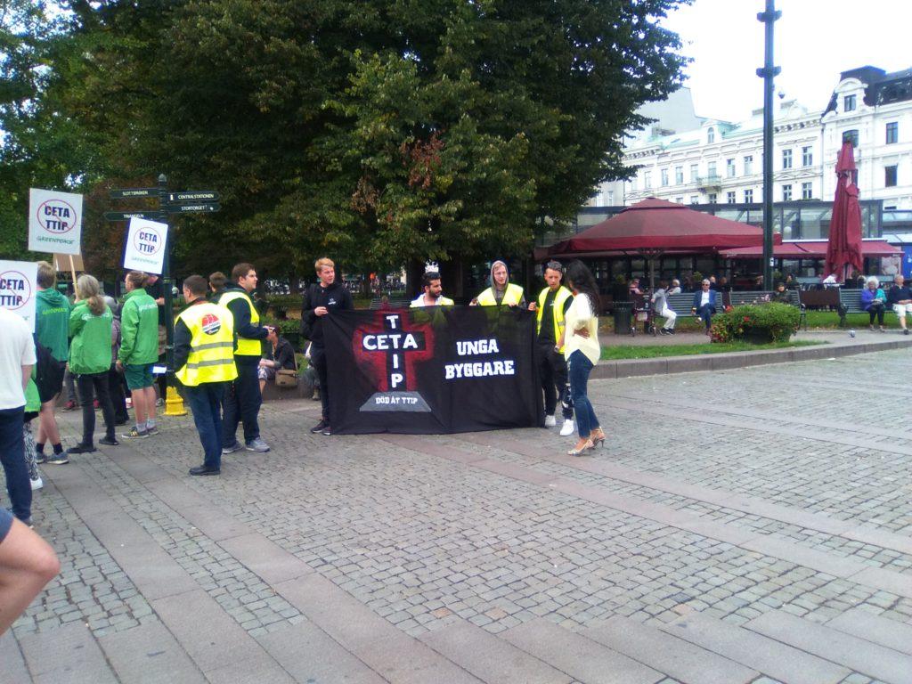 Skånes Unga Byggare deltog på manifestationen mot TTIP och CETA.
